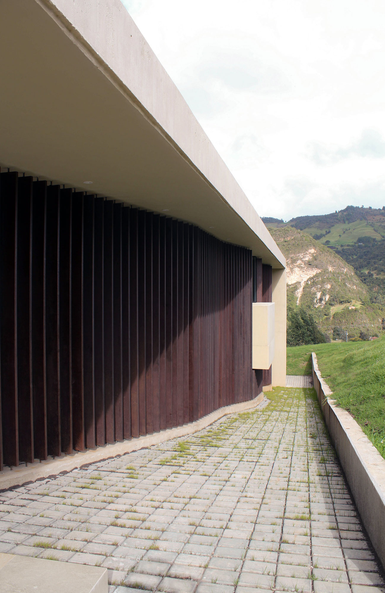 AR House by Campuzano Architects (3)