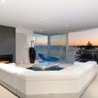 Calm and Cool Contemporary Residence in West Vancouver (3)