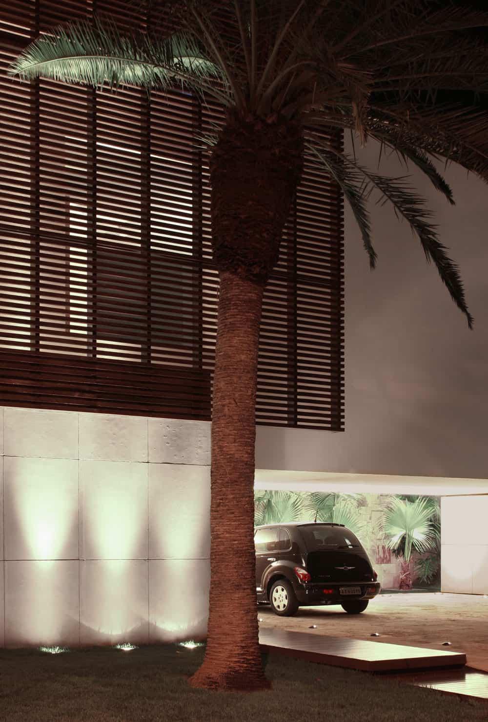SF House by Studio Guilherme Torres (11)