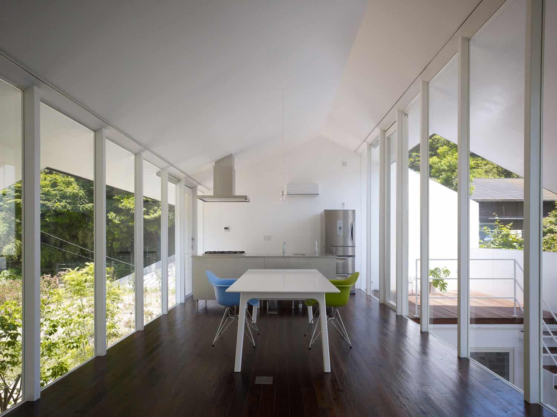 47% House by Kochi Architect's Studio