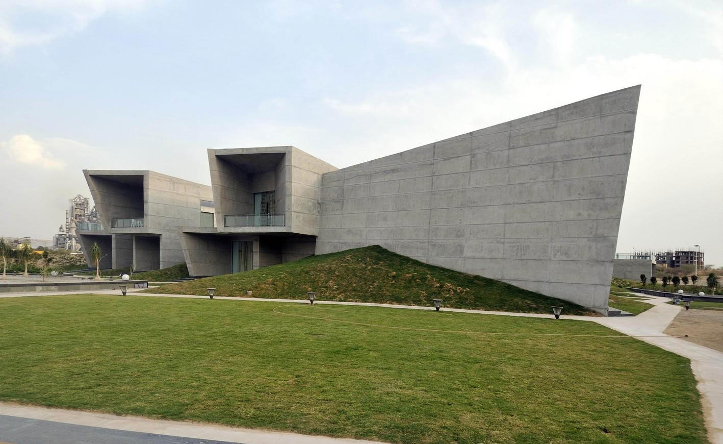 The Courtyard House by Sajay Puri Architects (6)
