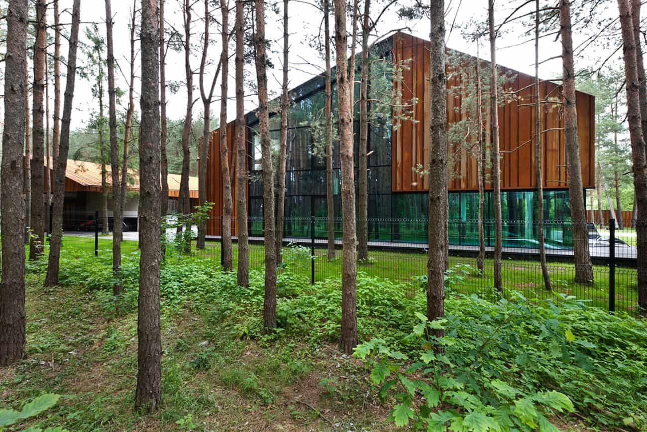 A House in the Woods of Kaunas by Studija Archispektras (2)