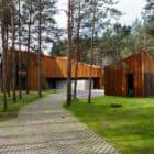 A House in the Woods of Kaunas by Studija Archispektras (4)