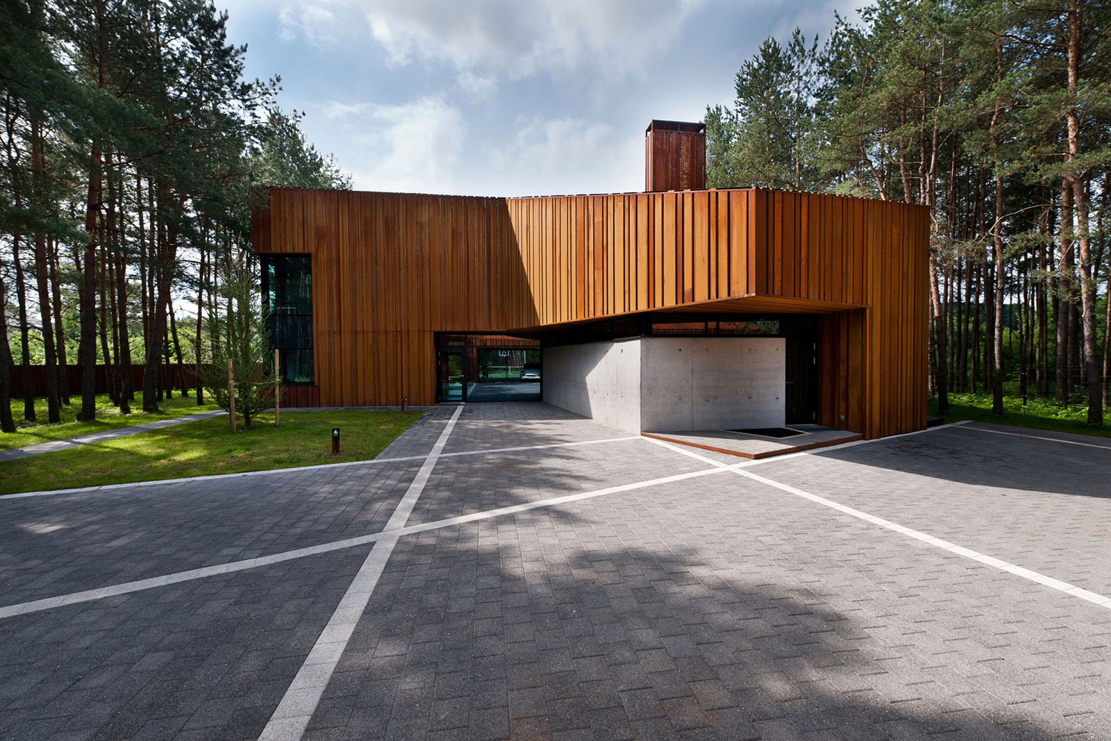 A House in the Woods of Kaunas by Studija Archispektras (5)