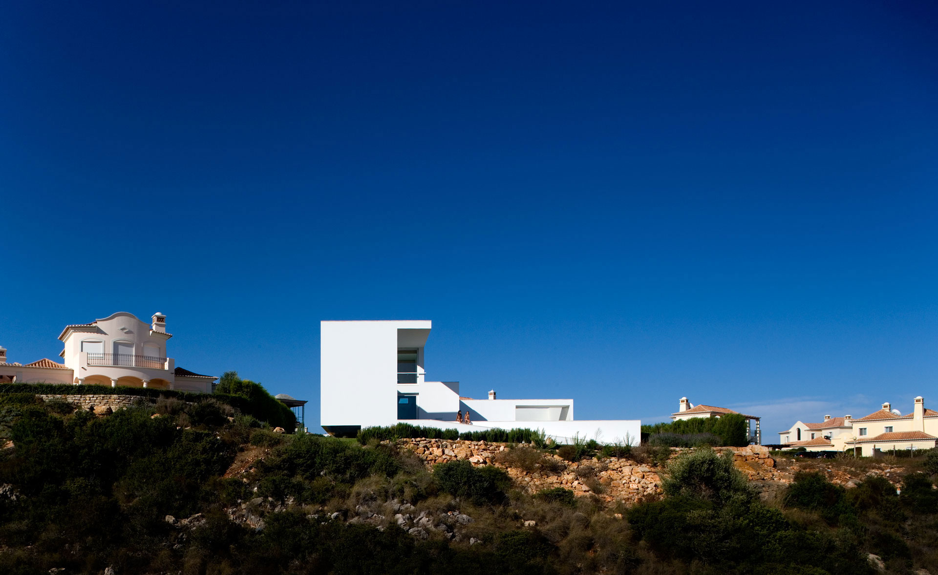 House in Martinhal by ARX Portugal (1)