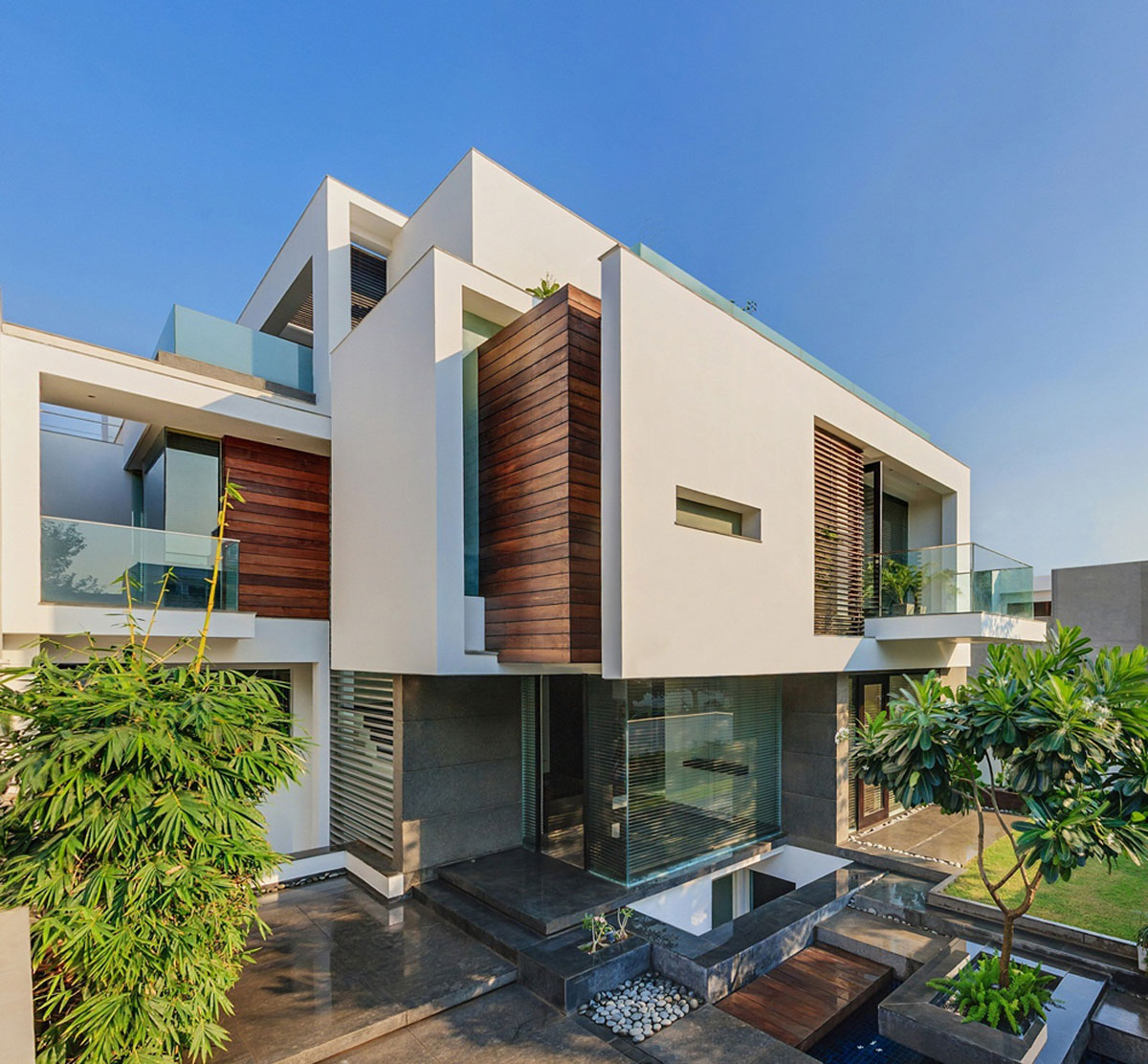 The Overhang House by DADA & Partners (1)