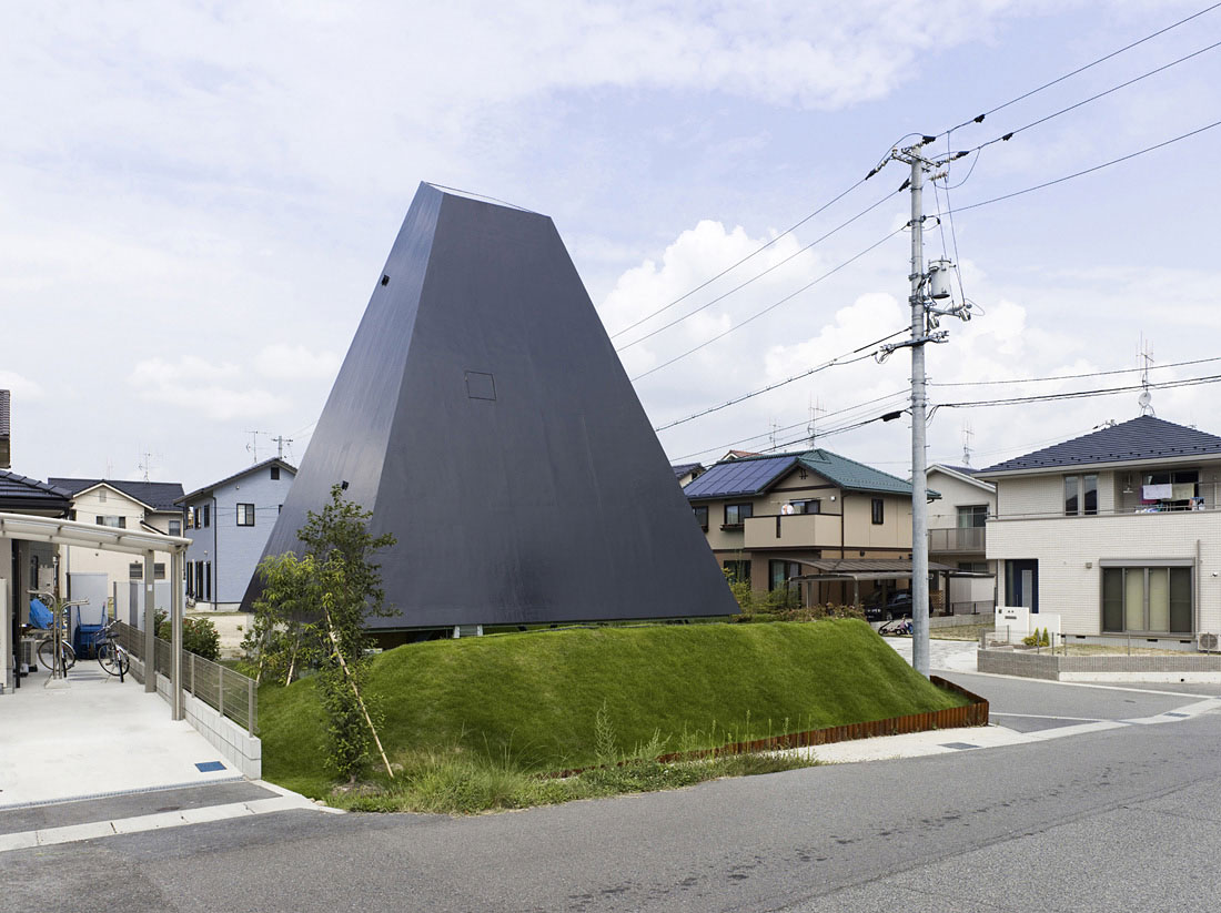 House in Saijo by Suppose Design Office (2)