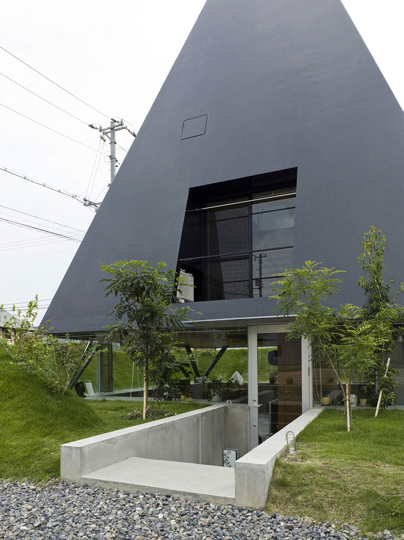 House in Saijo by Suppose Design Office (4)