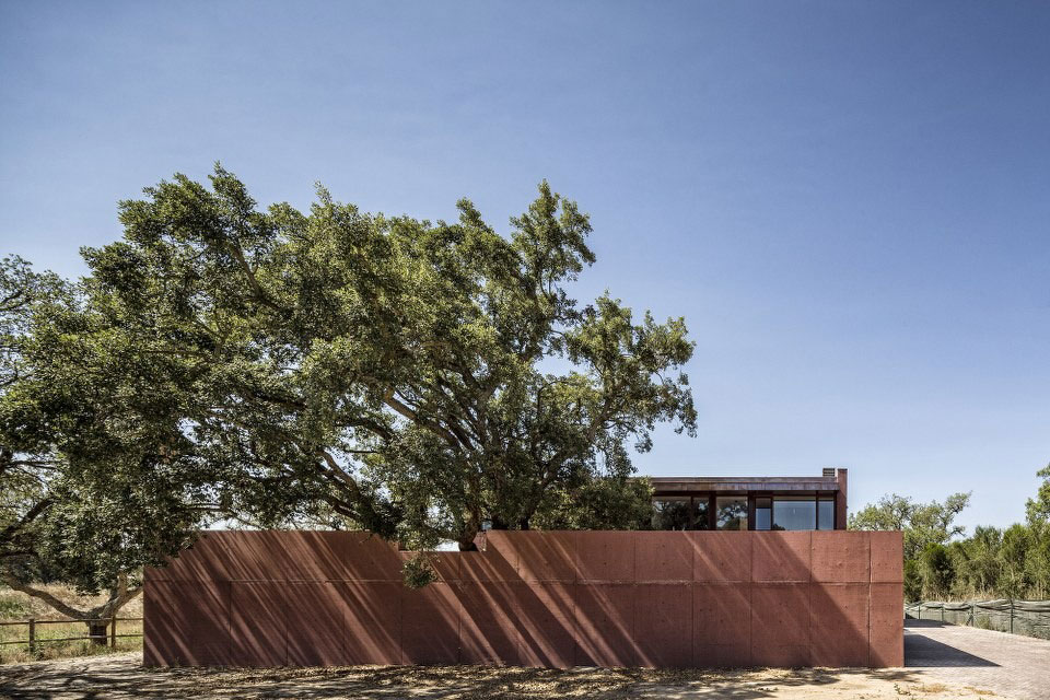 Three Courtyards House by Miguel Marcelino (4)