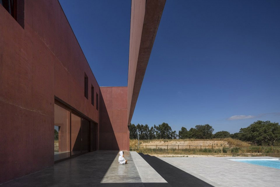 Three Courtyards House by Miguel Marcelino (6)