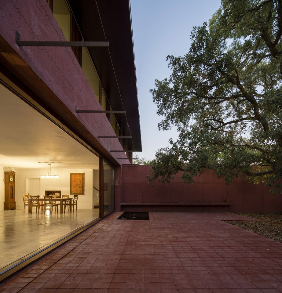 Three Courtyards House by Miguel Marcelino (13)
