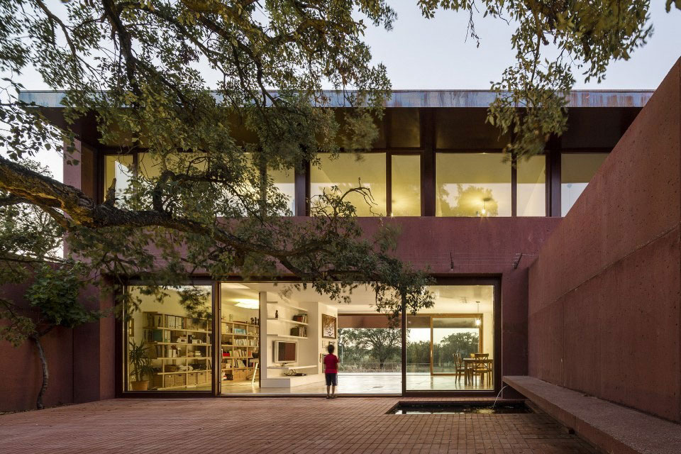 Three Courtyards House by Miguel Marcelino (14)