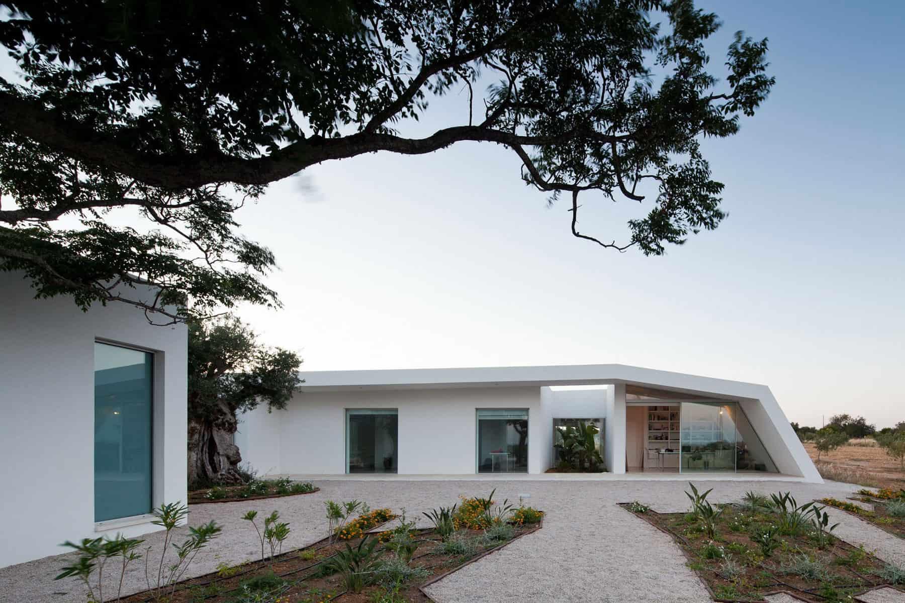House in Tavira by Vitor Vilhena Architects (2)
