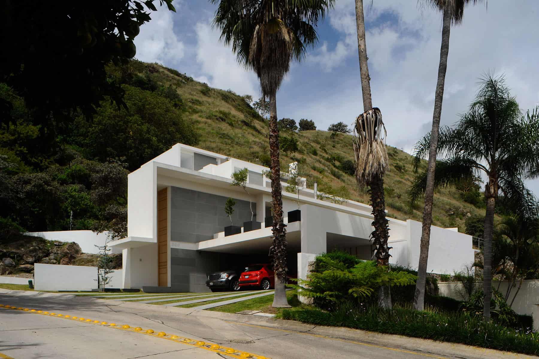 Mountain House by Agraz Arquitectos (1)