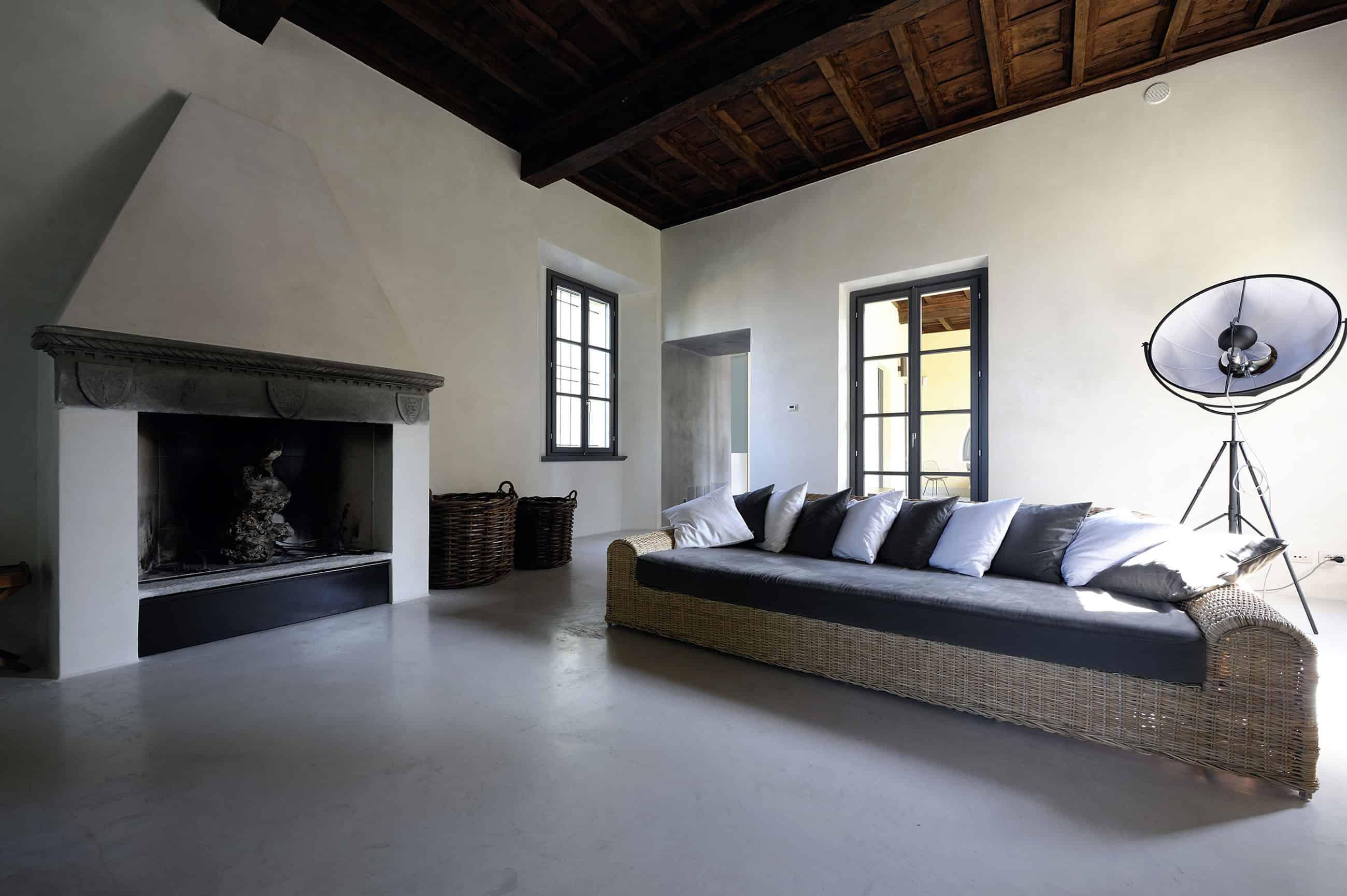 Renovation in Montonate by Benedini & Partners