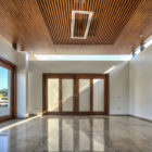 Twin Courtyard House by Charged Voids  (4)