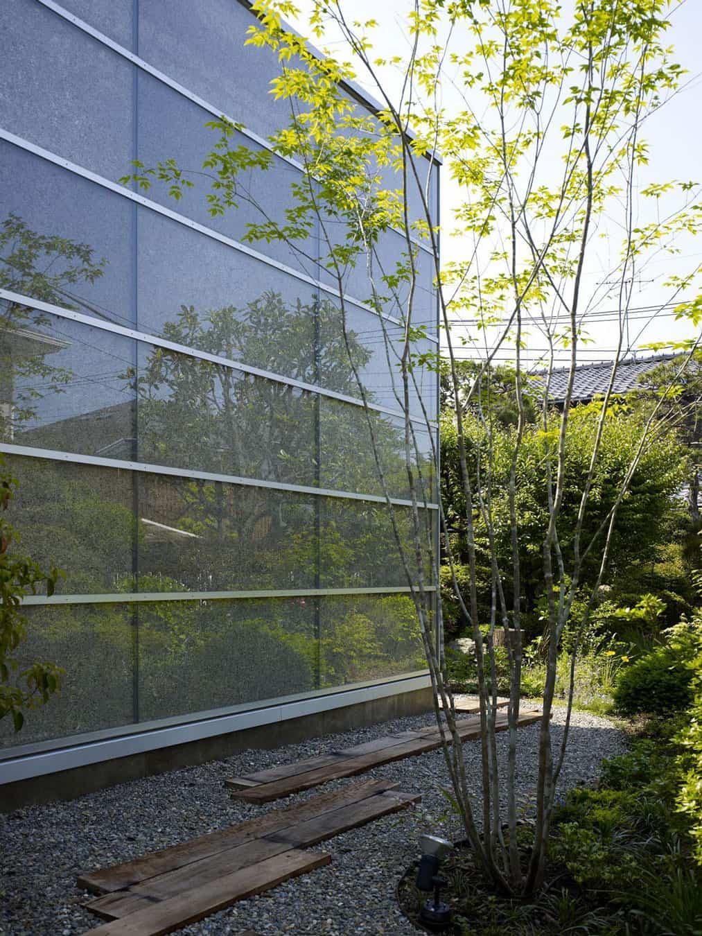 Garden House by Kochi Architect's Studio (4)