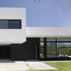 Grand Bell House by Andres Remy Arquitectos (3)