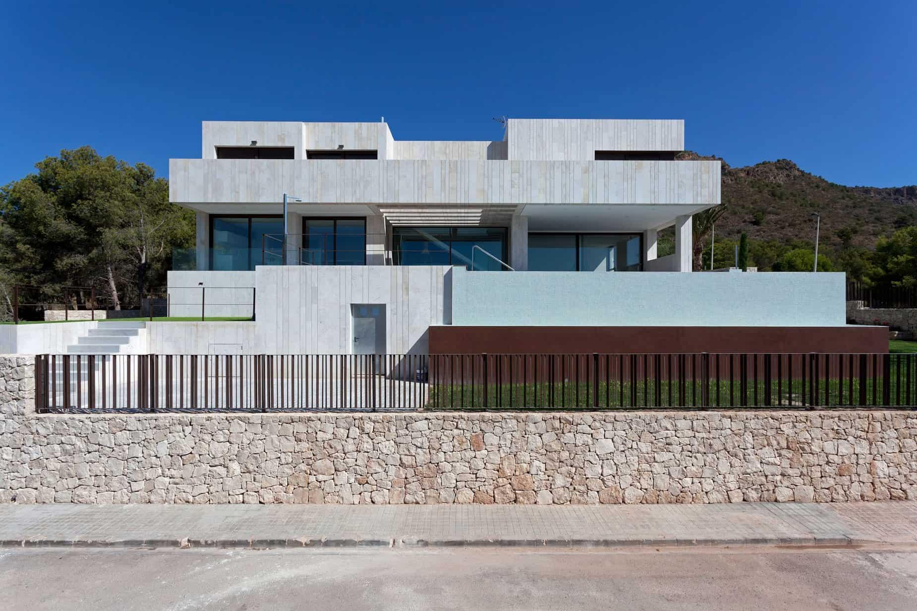 Monasterios House by Antonio Altarriba Comes (2)