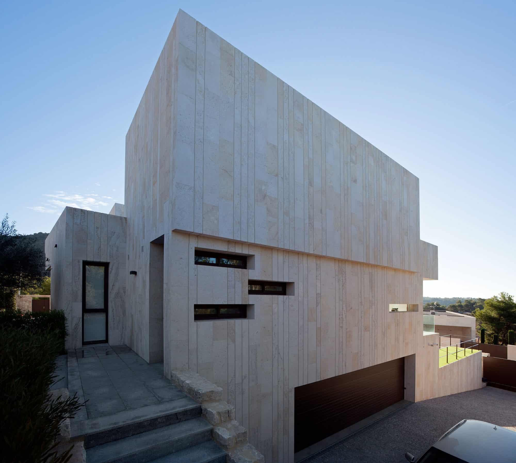 Monasterios House by Antonio Altarriba Comes (3)