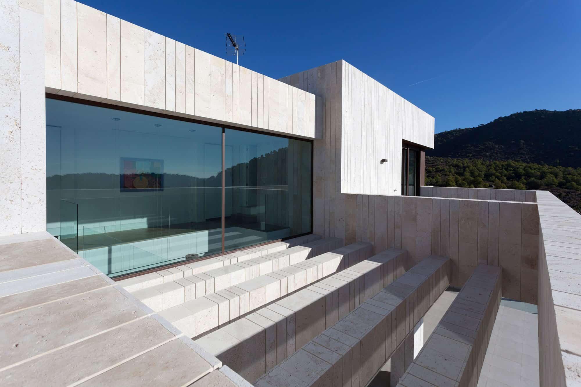 Monasterios House by Antonio Altarriba Comes (4)