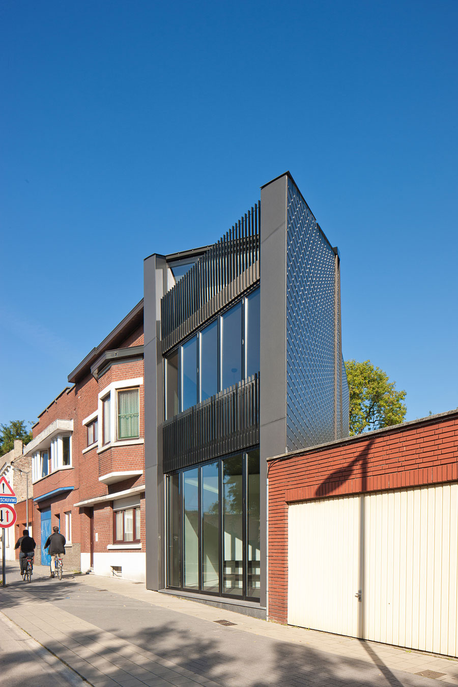 Office AST 77 with Apartment by AST 77 (2)
