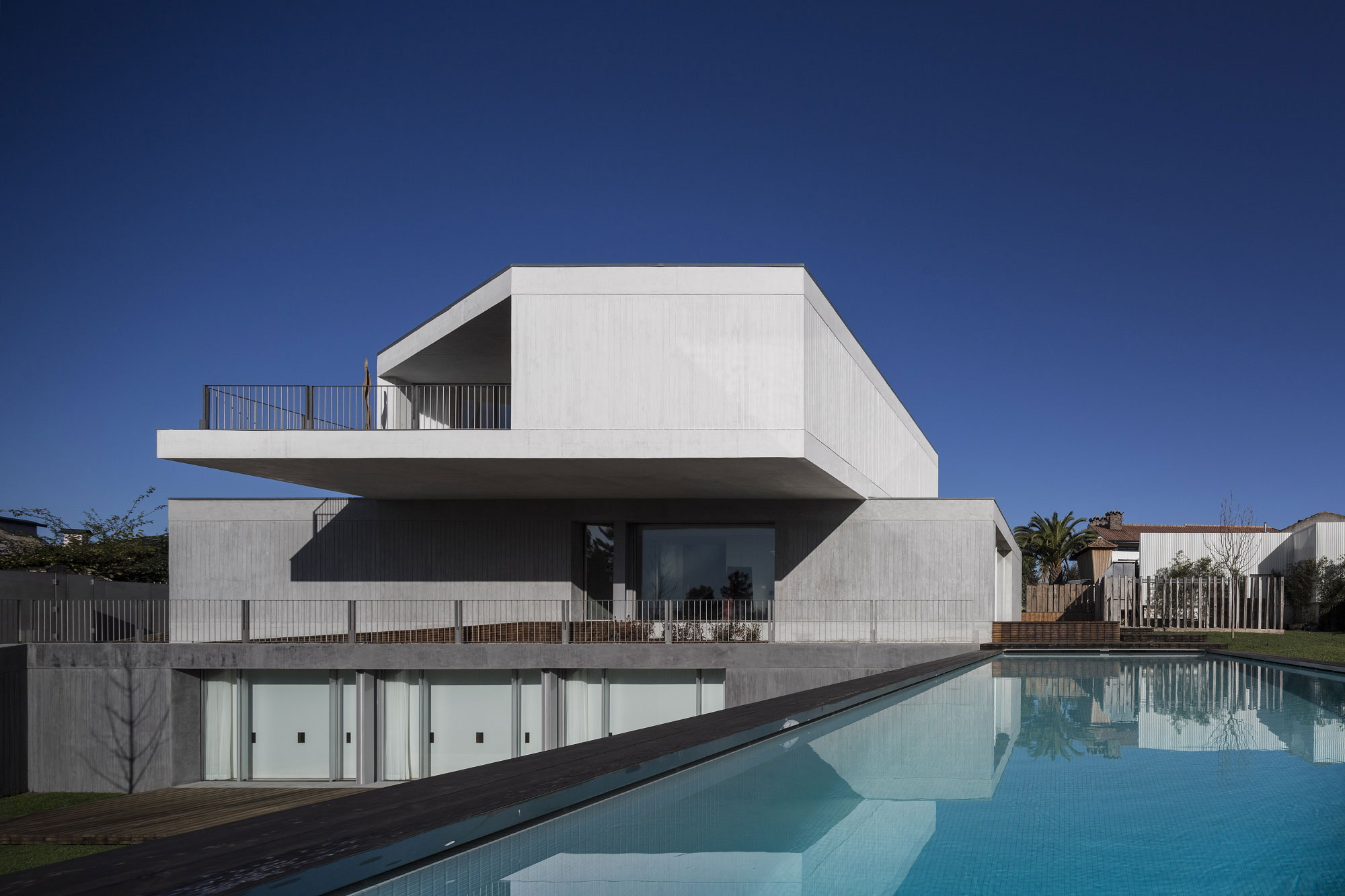 House in Travanca by Nelson Resende  (3)