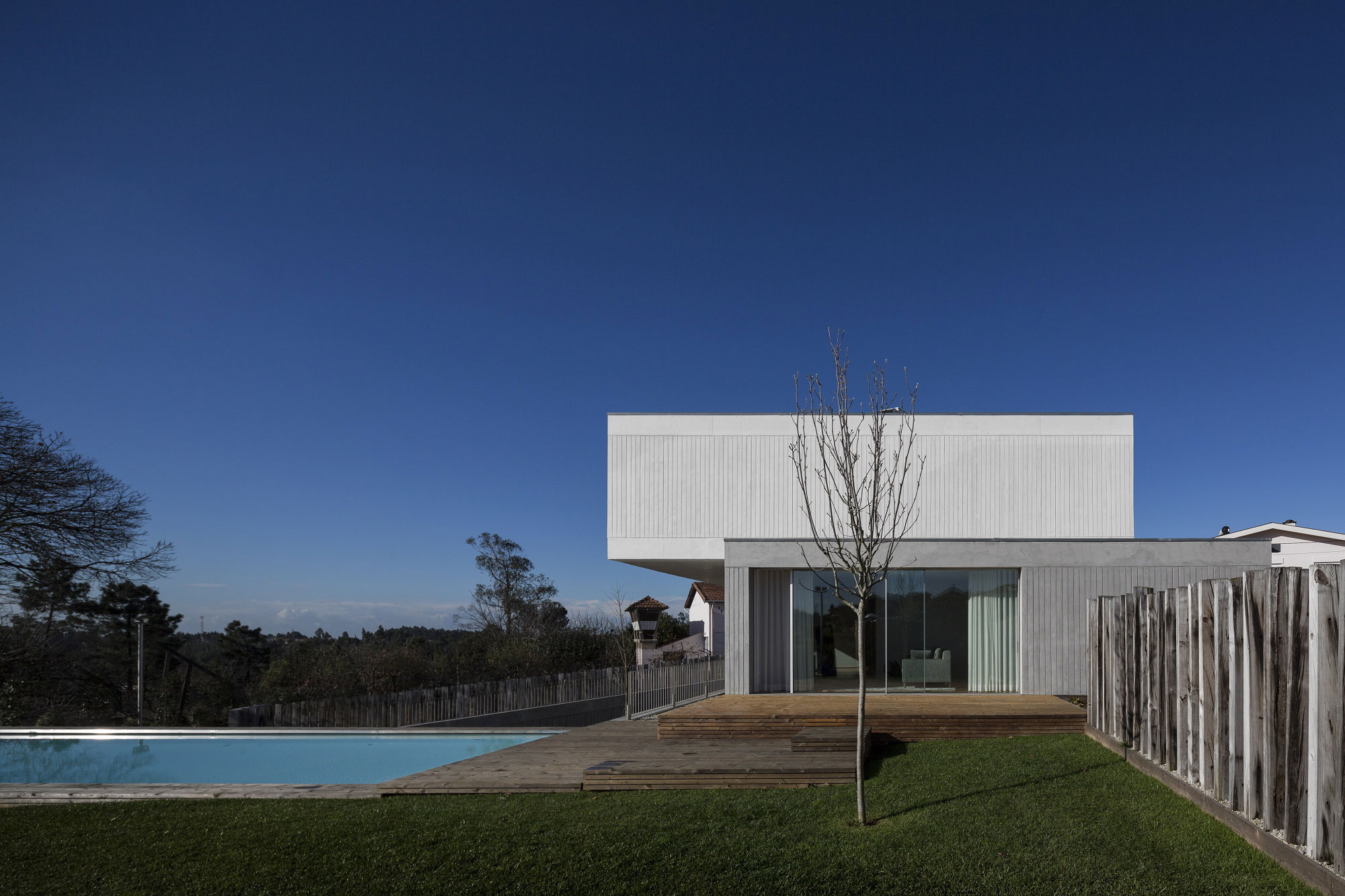 House in Travanca by Nelson Resende  (4)