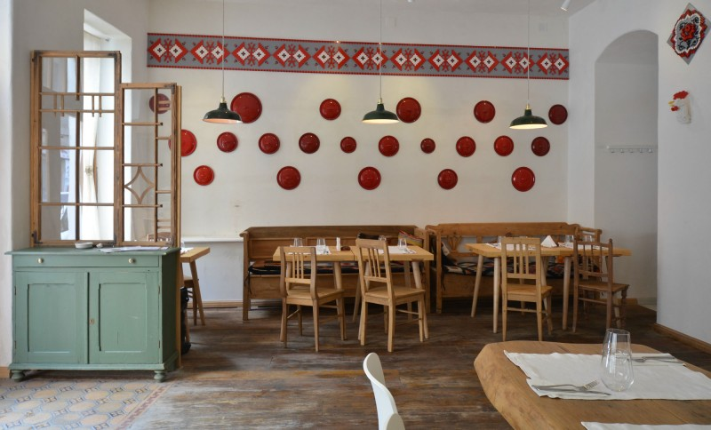 Wall Decoration Restaurant at Home and Interior Design Ideas
