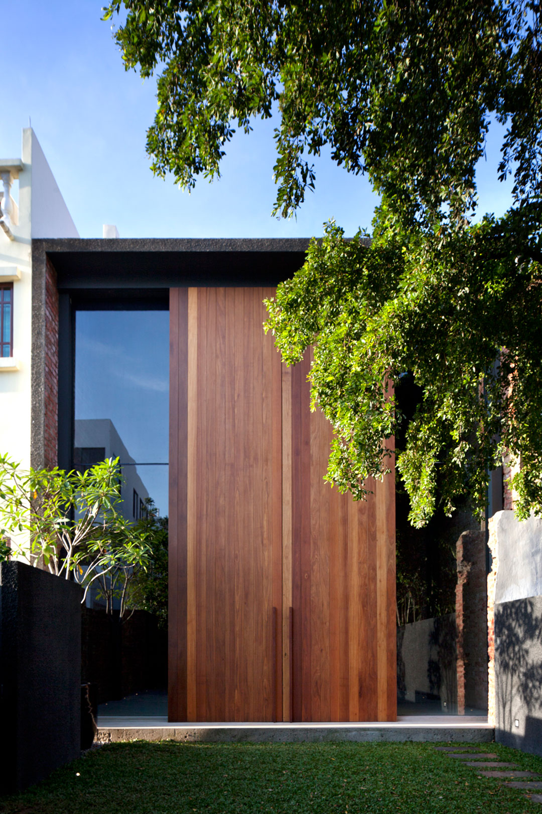 Lucky Shophouse by CHANG Architects  (3)