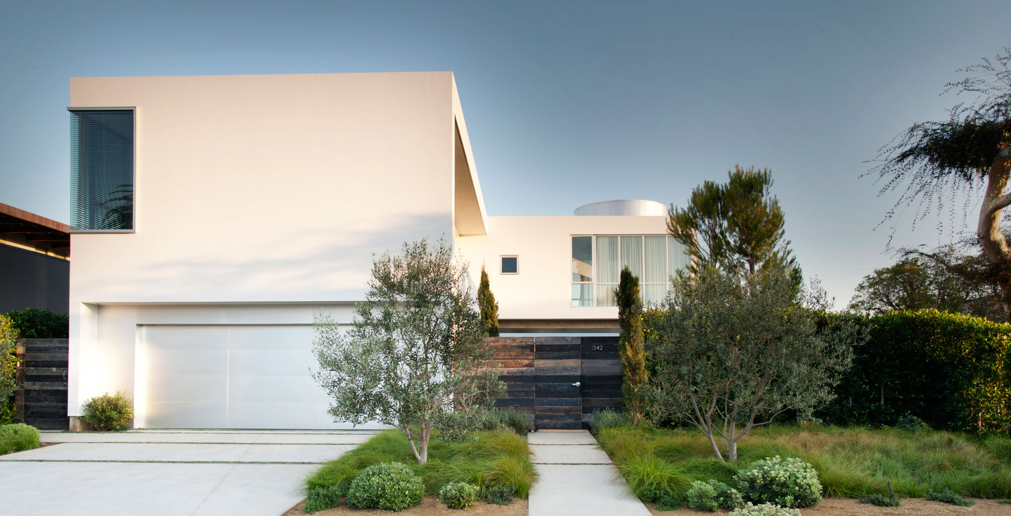 Modern Family Home by Dennis Gibbens Architects (1)