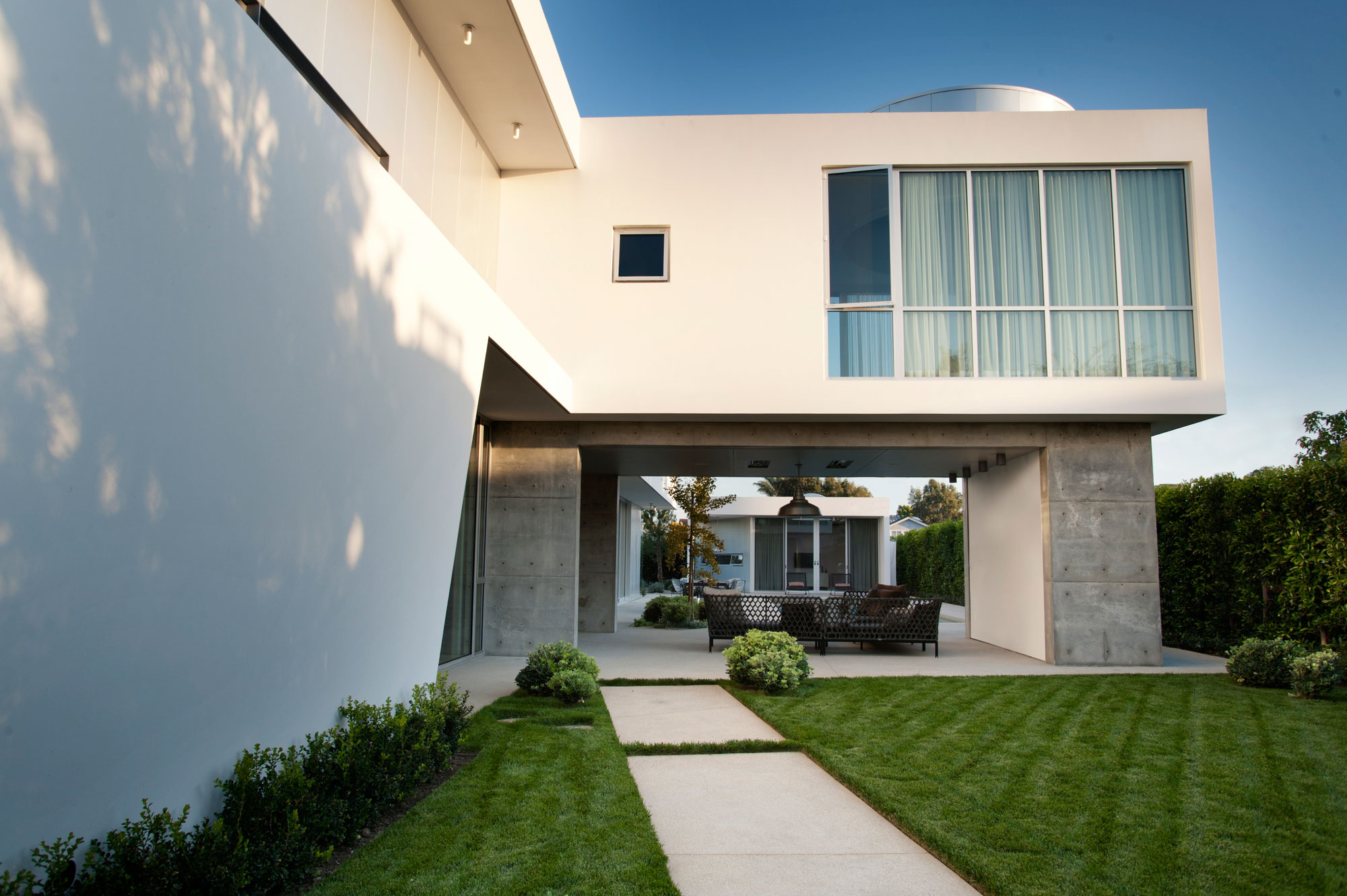 Modern Family Home by Dennis Gibbens Architects (2)