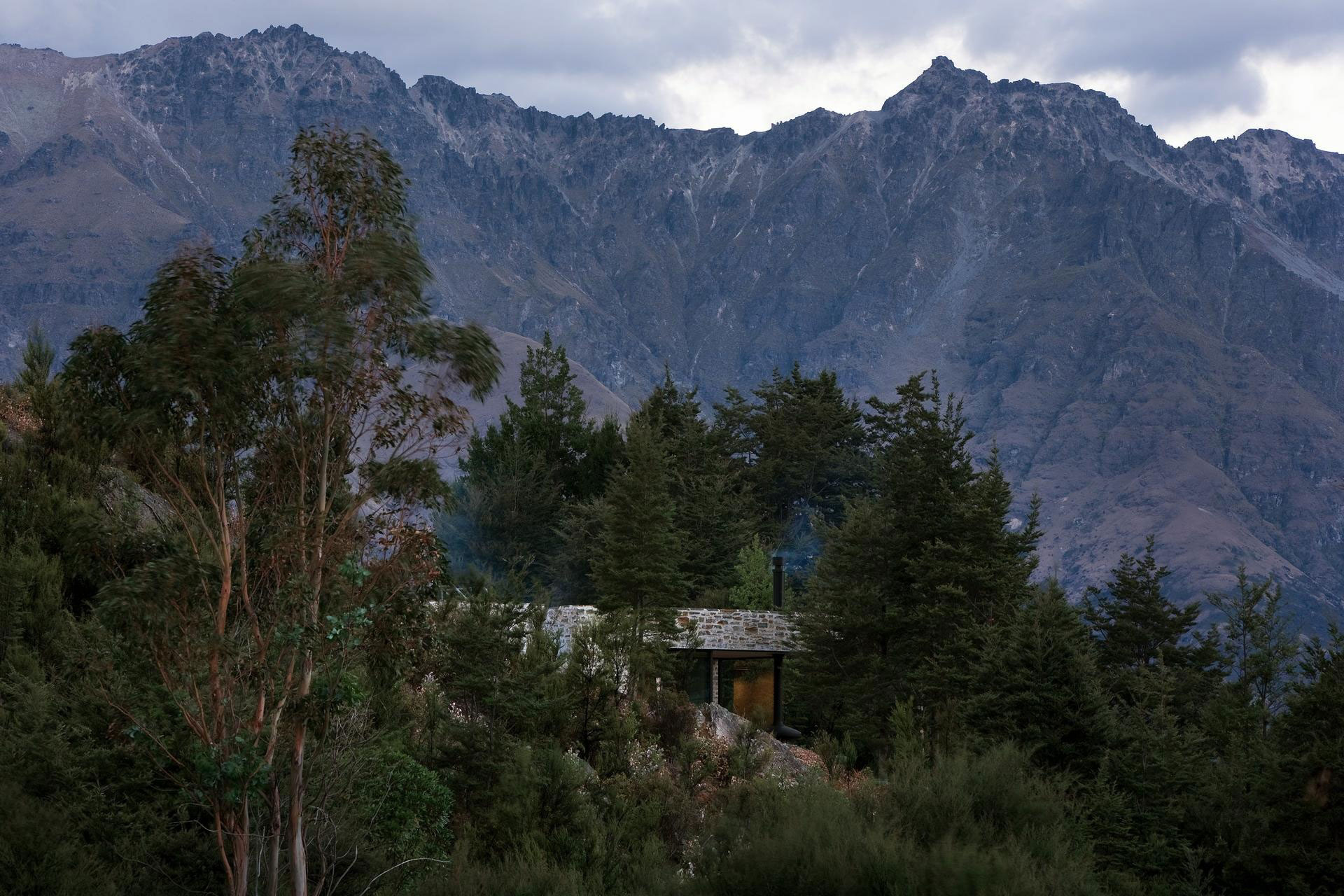 Mountain Retreat by Fearon Hay Architects (1)
