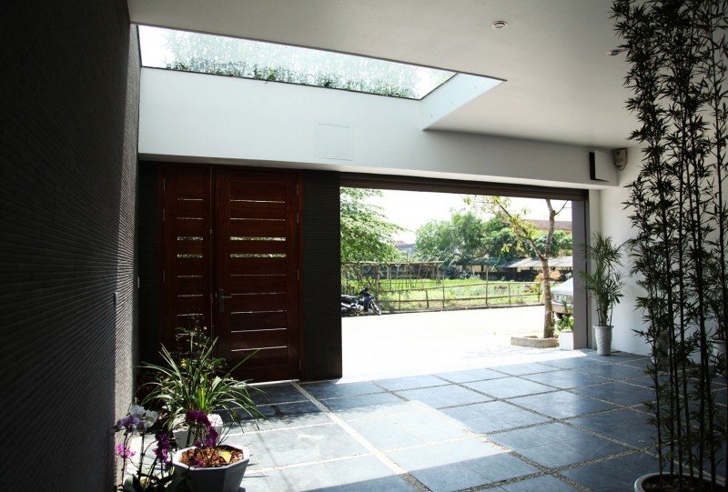 No47 house by h p architects for Minimalist house gate design