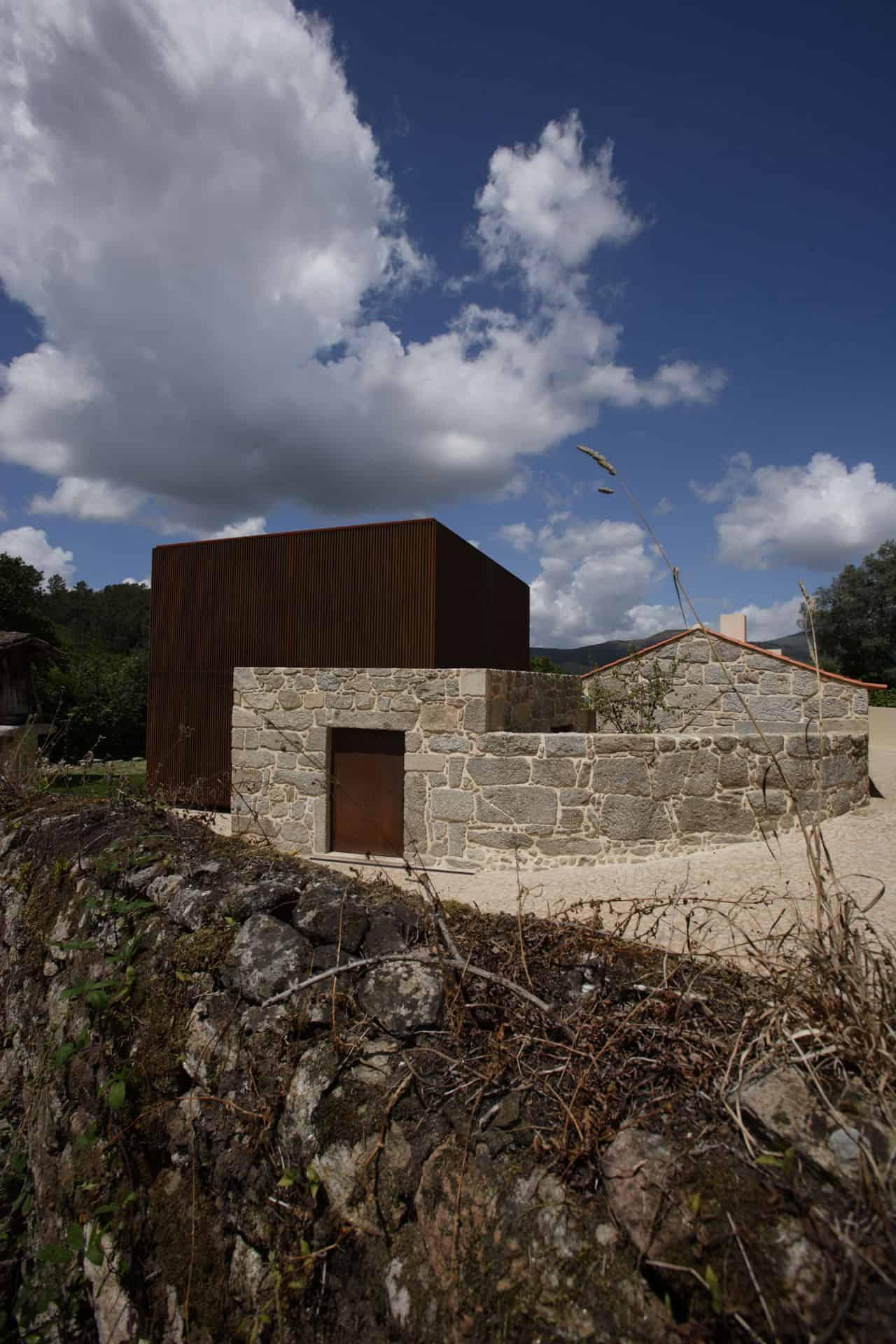 House in sequeiros by topos atelier de arquitectura for Atelier arquitectura