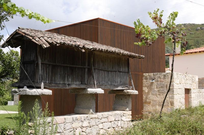 House In Sequeiros By Topos Atelier De Arquitectura