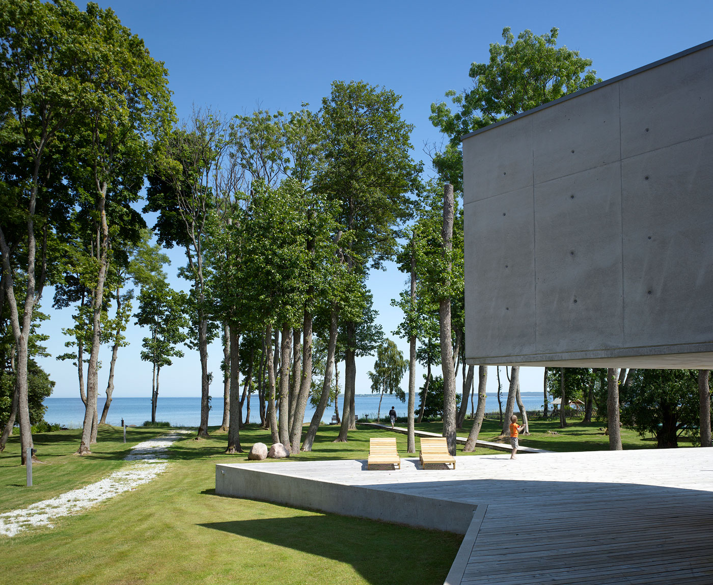 Villa Lokaator by Kavakava Architects (3)