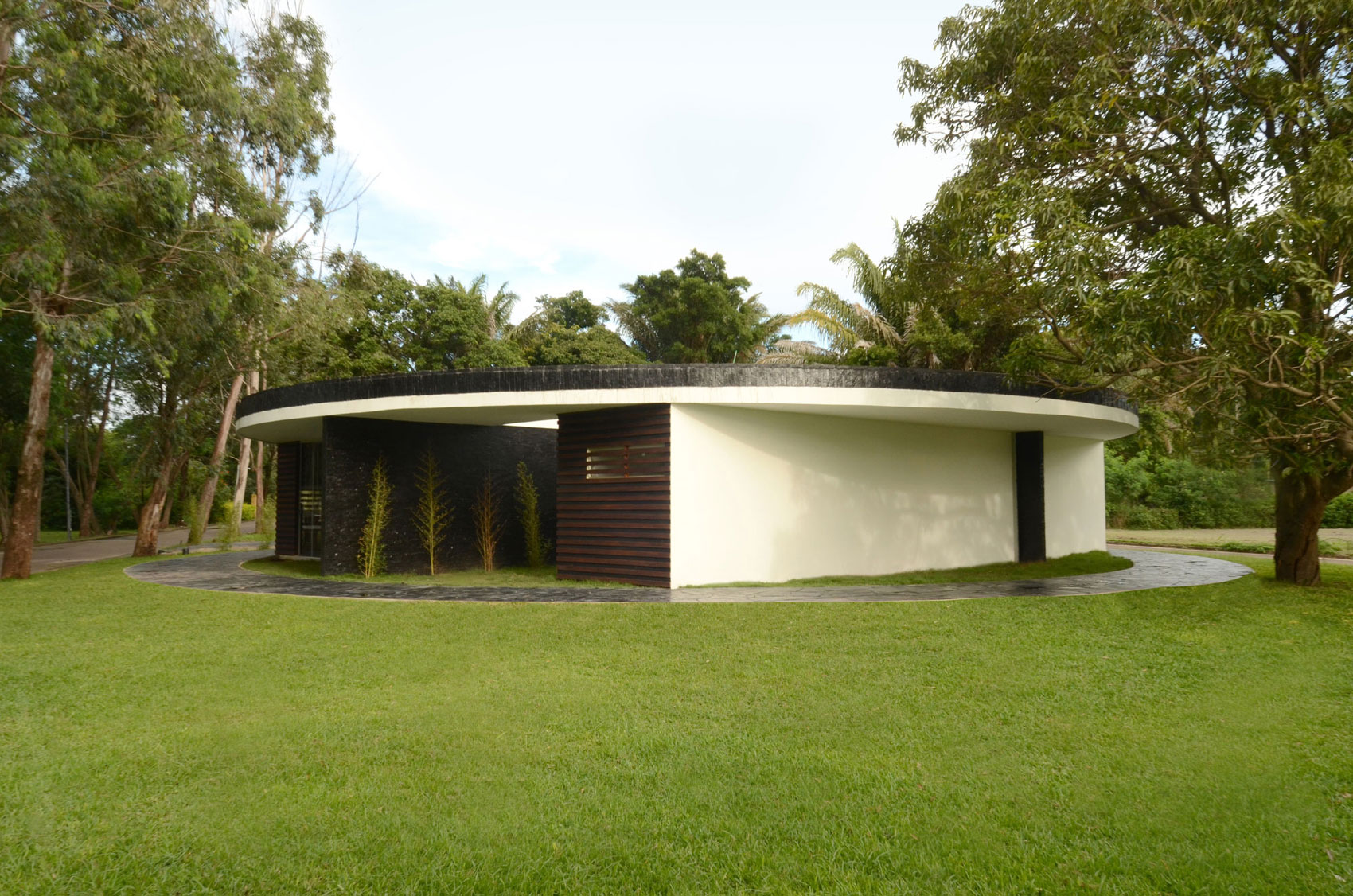 Chinese Coin House by Juan Carlos Menacho (1)