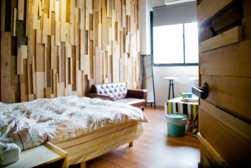 Re wood guesthouse by lee for Guest house interior design photos