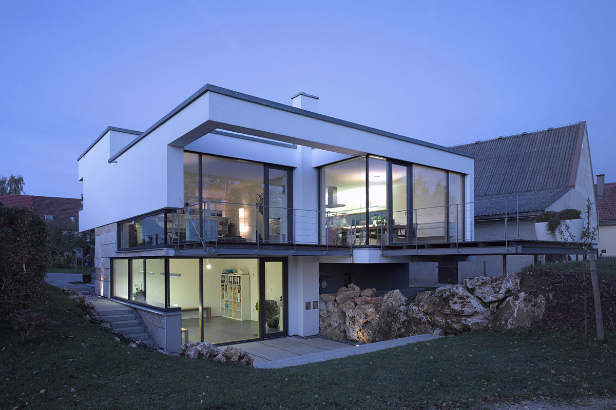 Modern house glass walls for Www modern house