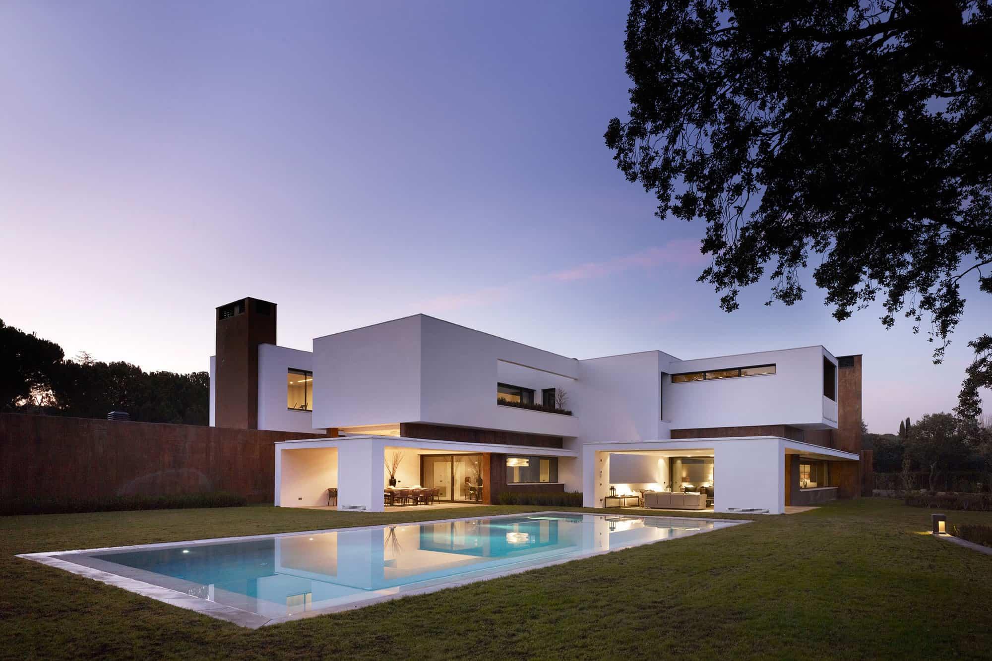 House in La Moraleja by Dahl Architects + GHG Architects