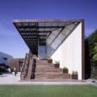 Yin-Yang House by Brooks Scarpa (3)