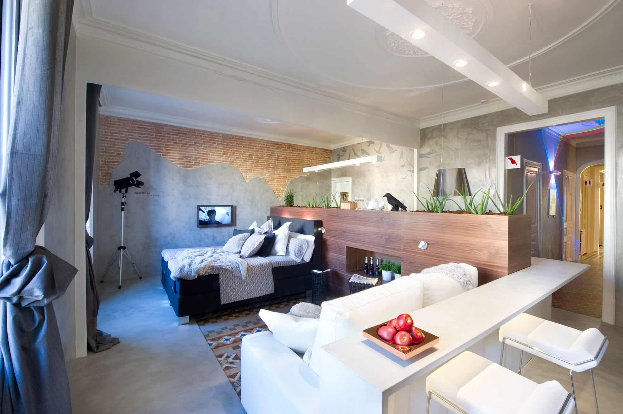 The Bates Motel Suite by Egue y Seta