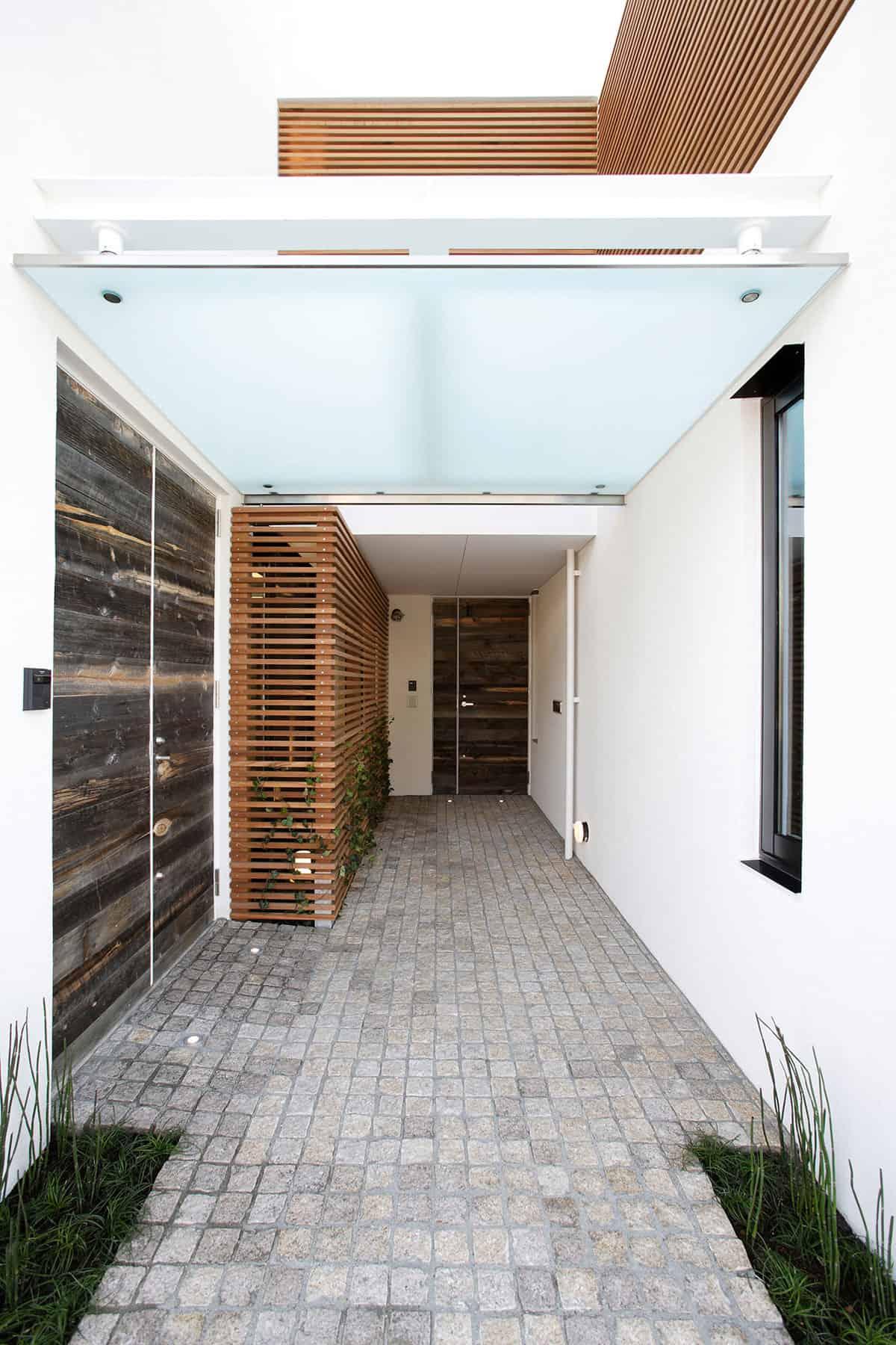 House on the Bluff by Edward Suzuki Associates (2)