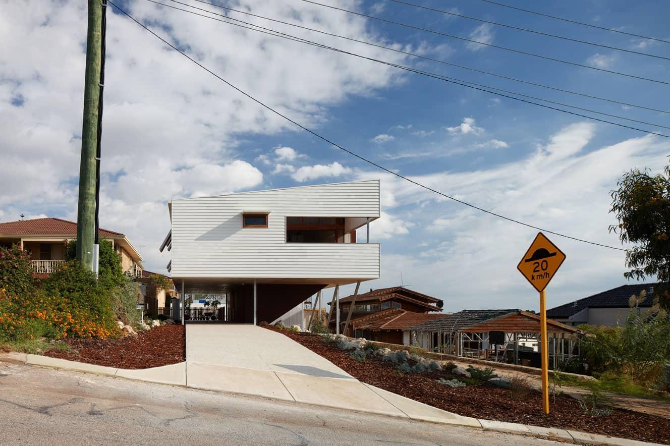 Suburban Beach House by David Barr Ross Brewin (4)