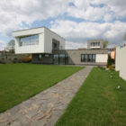 House in the Hill by Za Bor Architects (1)
