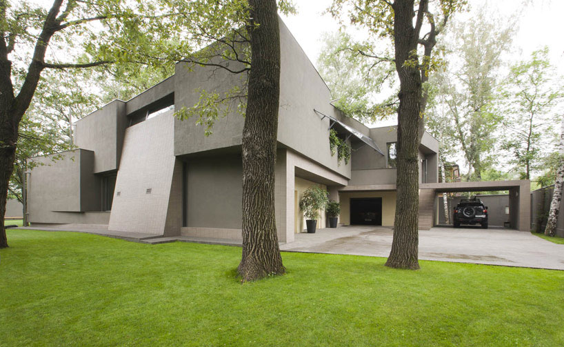 House of Mr. R by Za Bor Architects