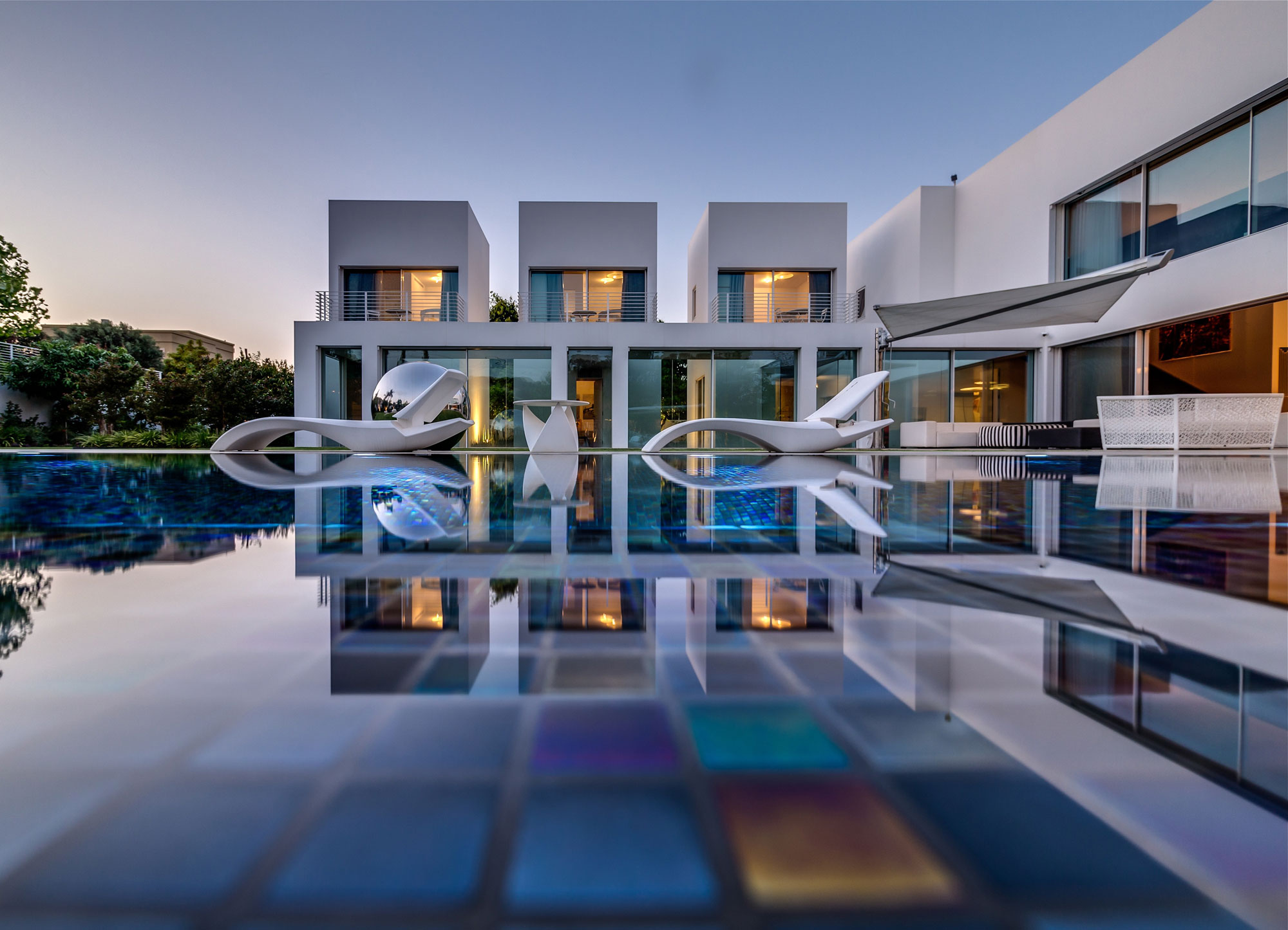 unique contemporary villa by nestor sandbank - Modern Mansions Interior