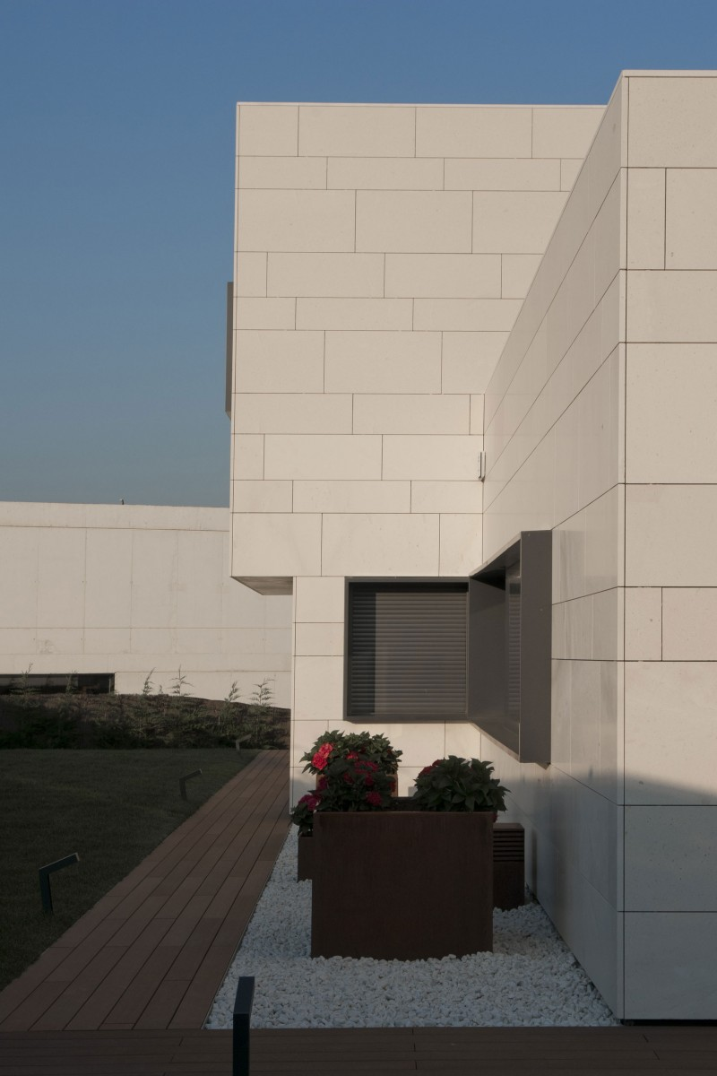 Home in Vitoria-Gasteiz by Patxi Cortazar Arquitecto