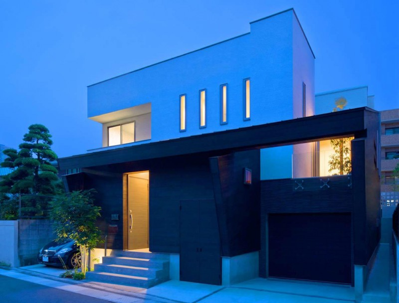 House of Corridor by Architect Show Co